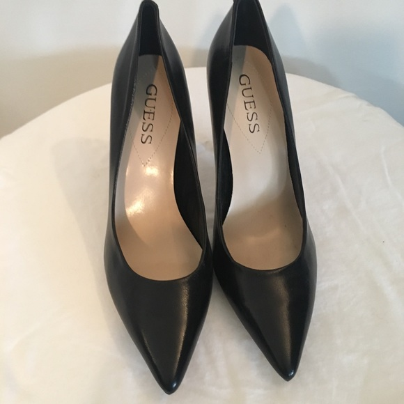 5fc08aee330 NWT Guess black pumps size 8